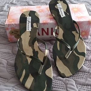 size 7 NEW IN BOX CAMO FLIP FLOPS